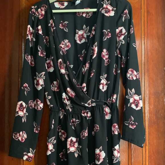 H&M Dresses & Skirts - Long sleeve floral jumper